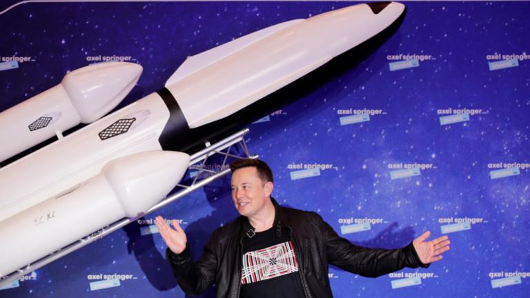 Илон Мъск заяви, че неговата компания SpaceXще приемакриптовалутата dogecoin като