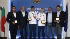 Красен Кралев връчи почетни плакети на медалистите от Световното първенство за кадети по таекуондо WTF