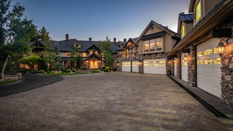 Победителят в лотарията на Mega Millions, Рик Къдсън, продава имота