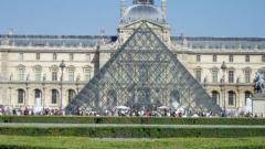 Лувърът е най-посещаваният музей за 2010-а