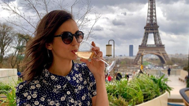 Френските приключения на Нина Добрев и майка ѝ