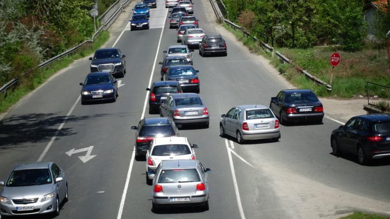 Интензивен трафик и засилени проверки по пътищата ще има от