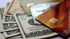 Заради кризата: Банките понижиха лимитите по кредитните карти или блокираха картите на 70 милиона потребители