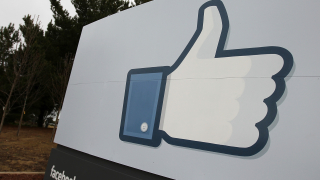 """Facebook """"диша във врата"""" на Google. Къде се проваля интернет търсачката?"""