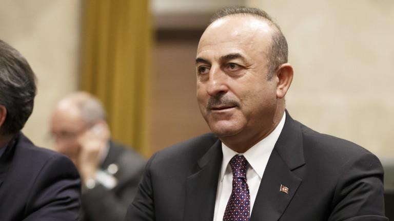 Турция признава Македония с конституционното й име, пише