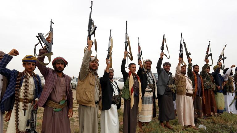 Хусите в Йемен удариха с балистична ракета погранична военна база в Саудитска Арабия