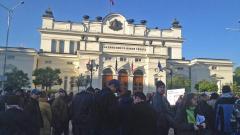 Задържаха мъж за хулиганство след протеста пред НС