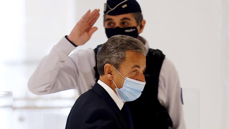 Саркози осъден на година затвор плюс две години условно