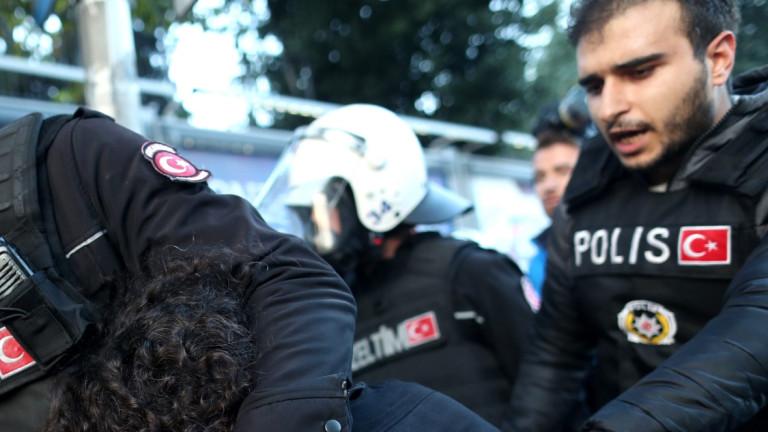 Задържаха 25 предполагаеми бойци на ИДИЛ в Истанбул