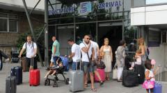 """Десетки чакат на летище """"София"""" за полет на """"Райънеър"""" до Атина"""