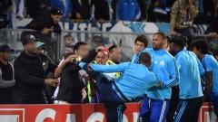 Култов: Патрис Евра ритна в главата фен на Олимпик (Марсилия)