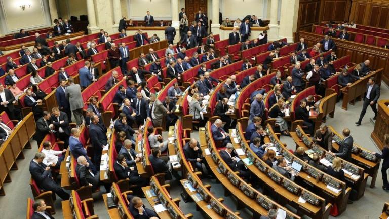 Депутат на Порошенко предлага парламентът да се саморазпусне