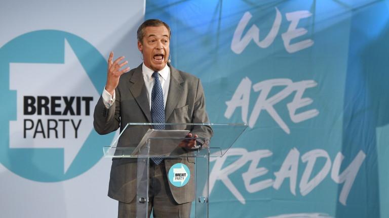 Евроскептичните тори преговарят с Фараж за коалиция
