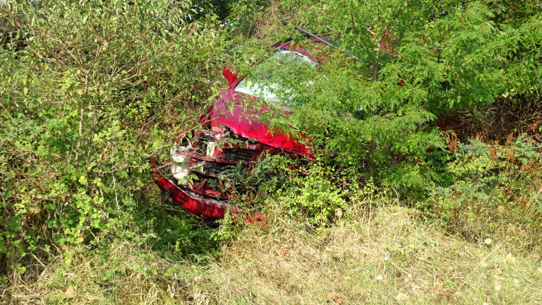 Двама 18-годишни са ранени при катастрофа на пътя Варна-Белослав