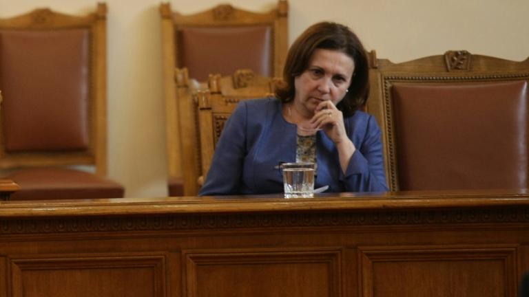 Бивши полицаи са във фирми на групировките в Бургас, обяви Бъчварова