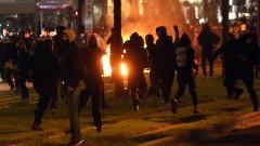 Полицай отстранен от длъжност след побой на мъж в Атина