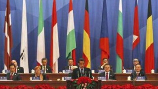 Без паника, зове Първанов от Пекин