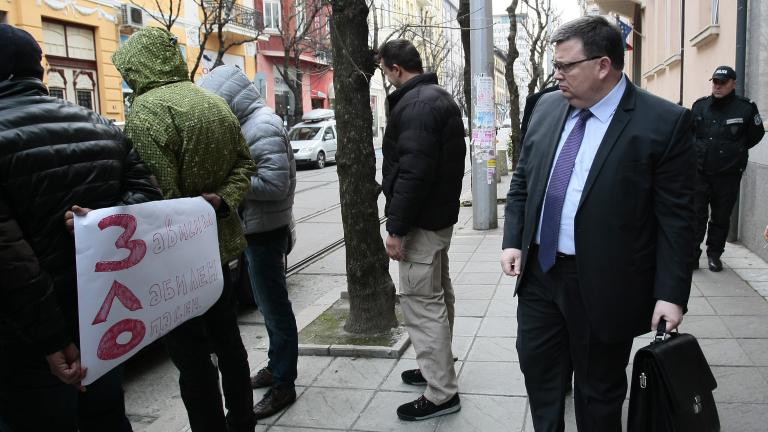 Двадесетина викаха за оставка на Лозан Панов пред ВСС