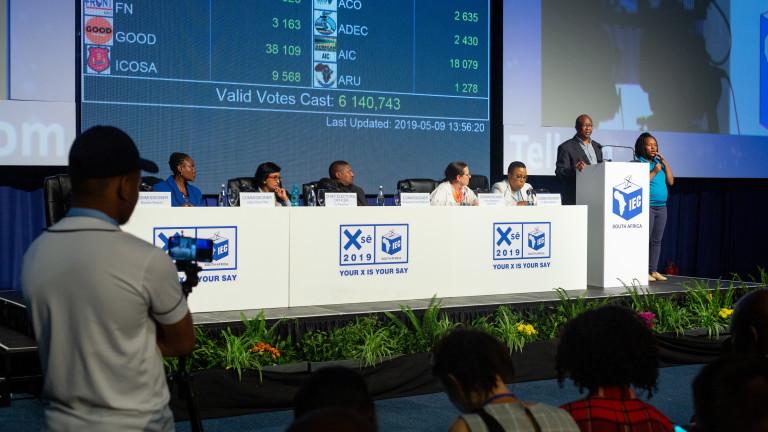 Партията на Мандела печели изборите в Южна Африка, но с най-слабия резултат от края на апартейда