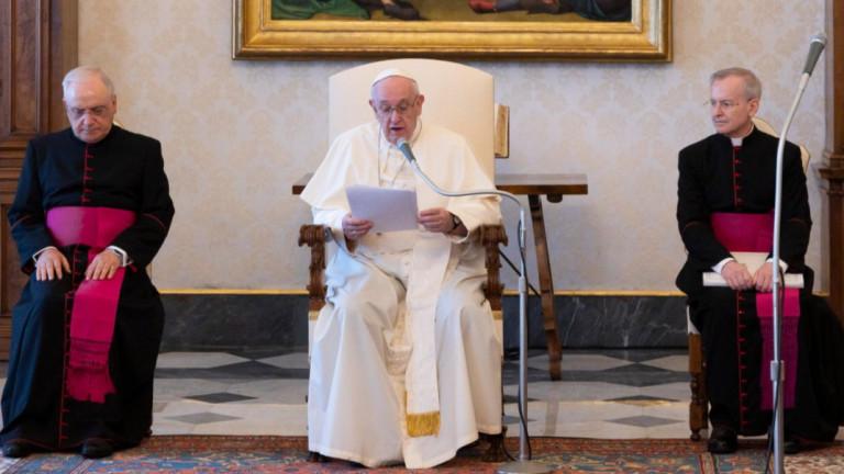 Папата: Богатите не могат да имат приоритет за ваксина, бедните се нуждаят от помощ