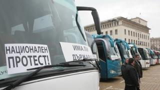 """Протест срещу монопола в превозите паркира на пл. """"Батенберг"""""""