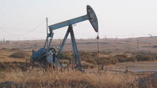 Спряха нефтения теч край Кнежа