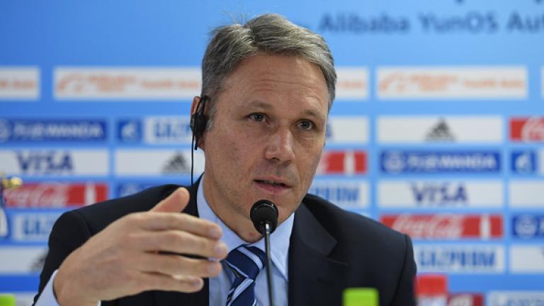 Марко ван Бастен вече няма да бъде технически директор на ФИФА