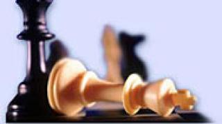17-годишен шахматист игра едновременно 25 партии, изгуби само 1