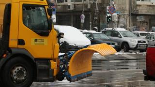 Улиците в София са обработени срещу заледяване