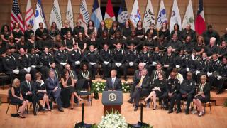 Америка не е толкова разделена, колкото изглеждаме, успокоява Обама в Далас