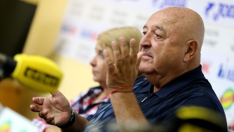 5000 лева глоба за Венци Стефанов, лекарят на Славия наказан за три мача