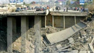 Израел бомбардира мостове в християнски ливански квартали