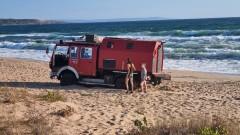 Пожарна-кемпер нагази защитени дюни на плаж край Созопол