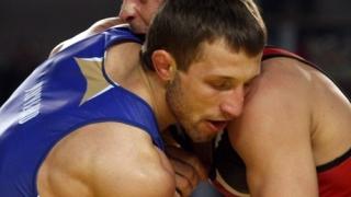 Иво Ангелов тръгна с убедително 4:0!