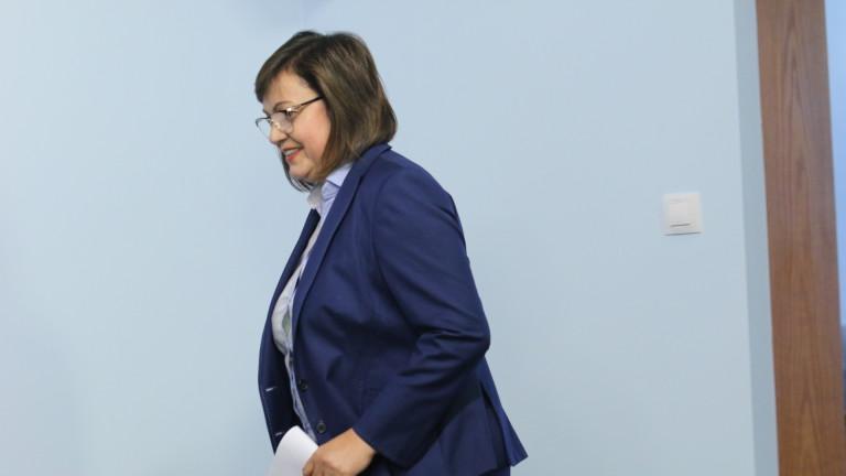 Лидерът на БСП Корнелия Нинова стана санитар-доброволец в COVID отделението