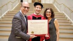 Марк Зукърбърг най-накрая се дипломира (ВИДЕО)