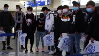 Гърция прехвърля първата група деца бежанци в страни от ЕС