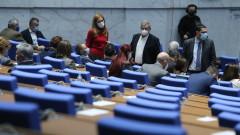 Парламентът се спъна, но от втори път събра кворум