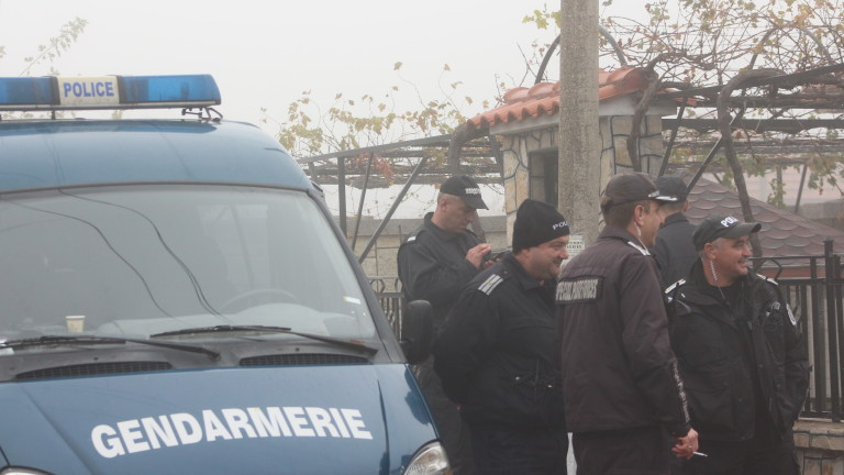 """Полицейска акция в циганския квартал """"Изток"""" в Кюстендил"""