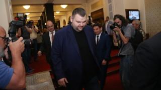 Пеевски е на работа втори ден, охранява го НСО