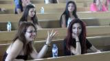 Кандидат-медици решават тест по биология в Плевенския университет