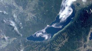 Достигнаха с подводници дъното на езеро Байкал