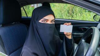 Как Apple и Google помагат за следенето на жени в Саудитска Арабия