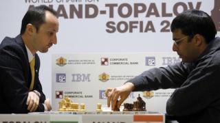 Топалов взе първата партия срещу Ананд