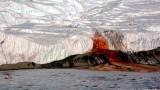 """Шокиращ """"кървав"""" водопад на Антарктида"""
