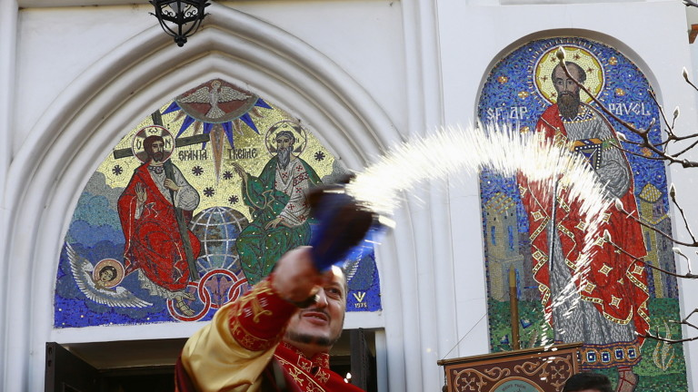 Православната църква в Румъния под натиск след смъртен случай при кръщене