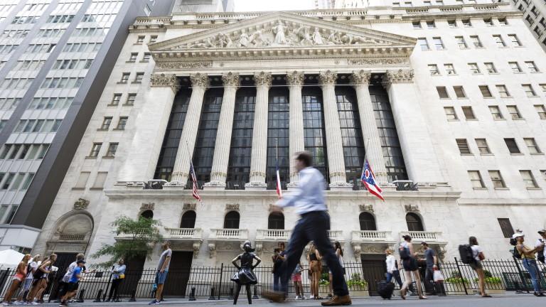 """За 24 часа: """"Уолстрийт"""" реши да """"изхвърли"""" китайски гиганти от борсата и се отказа от плана си"""
