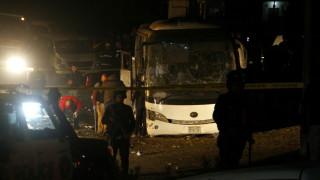 Бомба удари туристически автобус до египетските пирамиди в Гиза