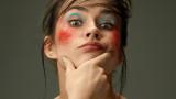 Инфлуенсъри, козметични компании, филтри и какви точно са новите мерки на Острова