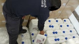 Митничари задържаха 15 000 литра спирт на тир-паркинг
